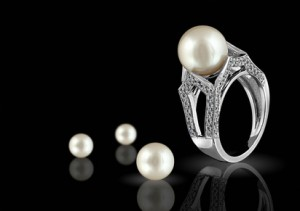 Diamond ring with a pearl